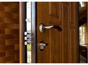 Просела входная дверь – что делать и как исправить?